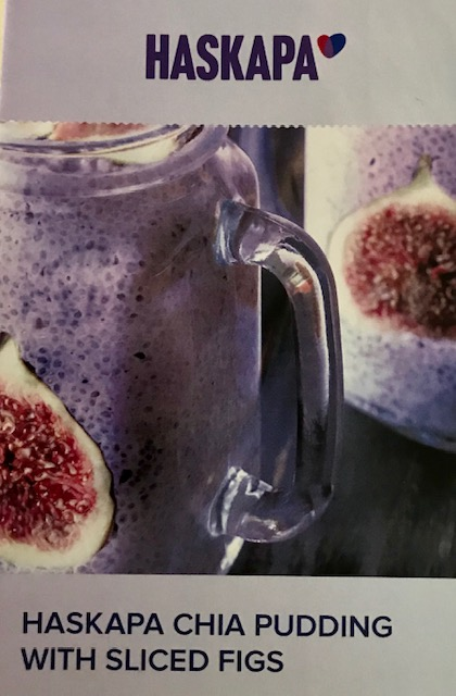 Haskapa chia pudding with sliced figs
